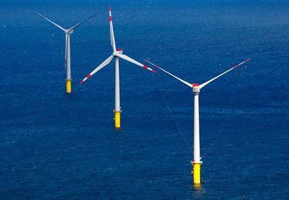 Windpark Alpha Ventus: Sechs Windkraftanlagen des Parks laufen seit August bereits im Probebetrieb