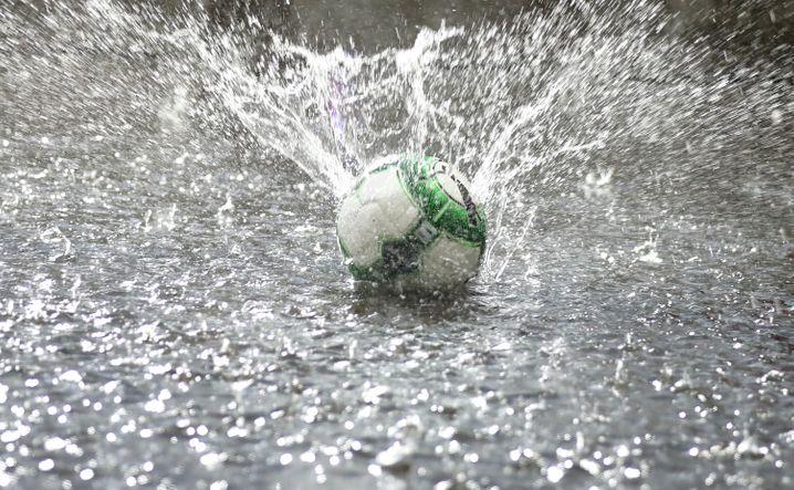 Schlechte Wetterbedingungen - vor dem Freundschaftsspiel Österreich-Deutschland in Klagenfurt vor der WM 2018