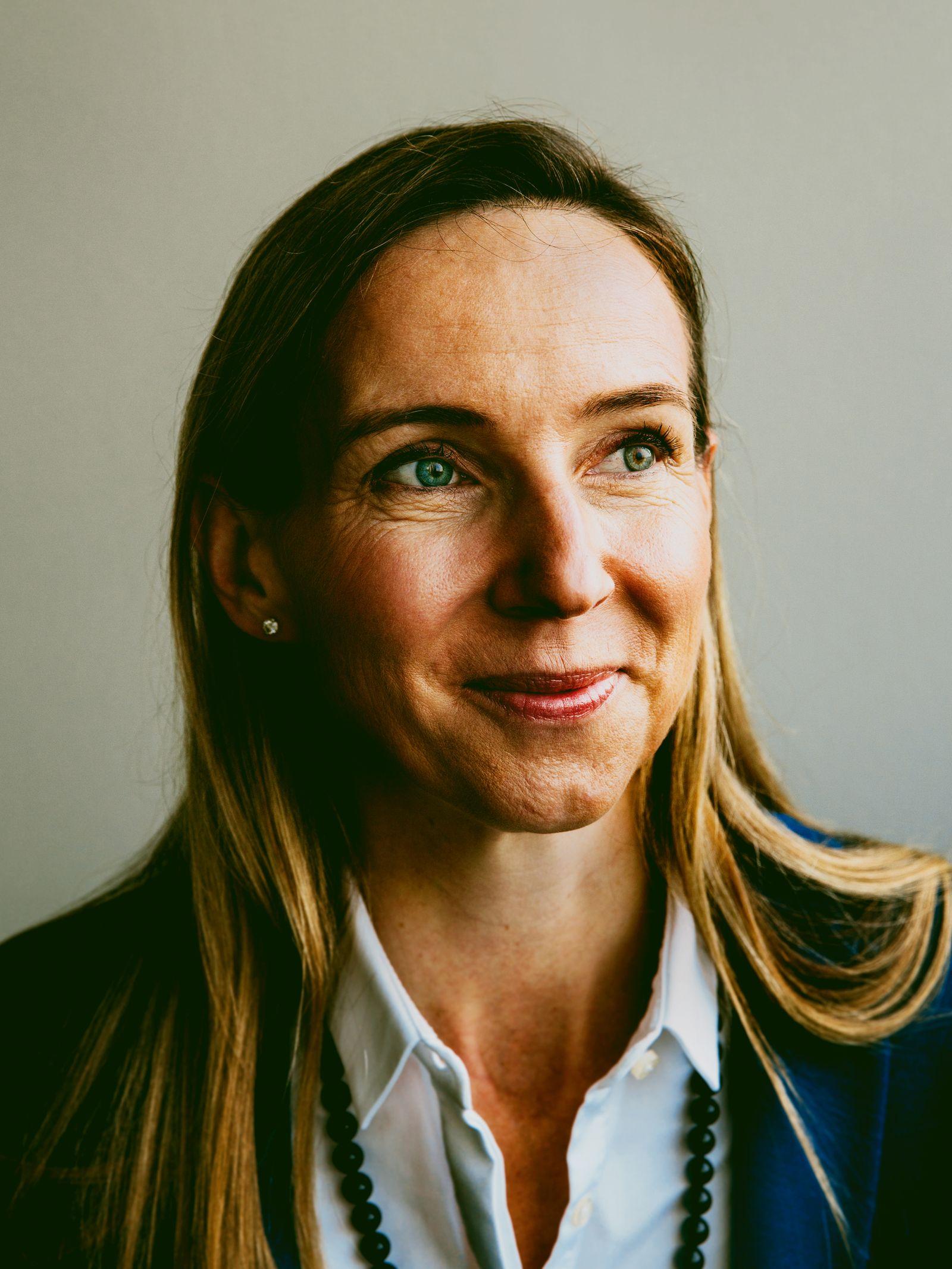 EINMALIGE VERWENDUNG Frau Dr. Bagel Trah