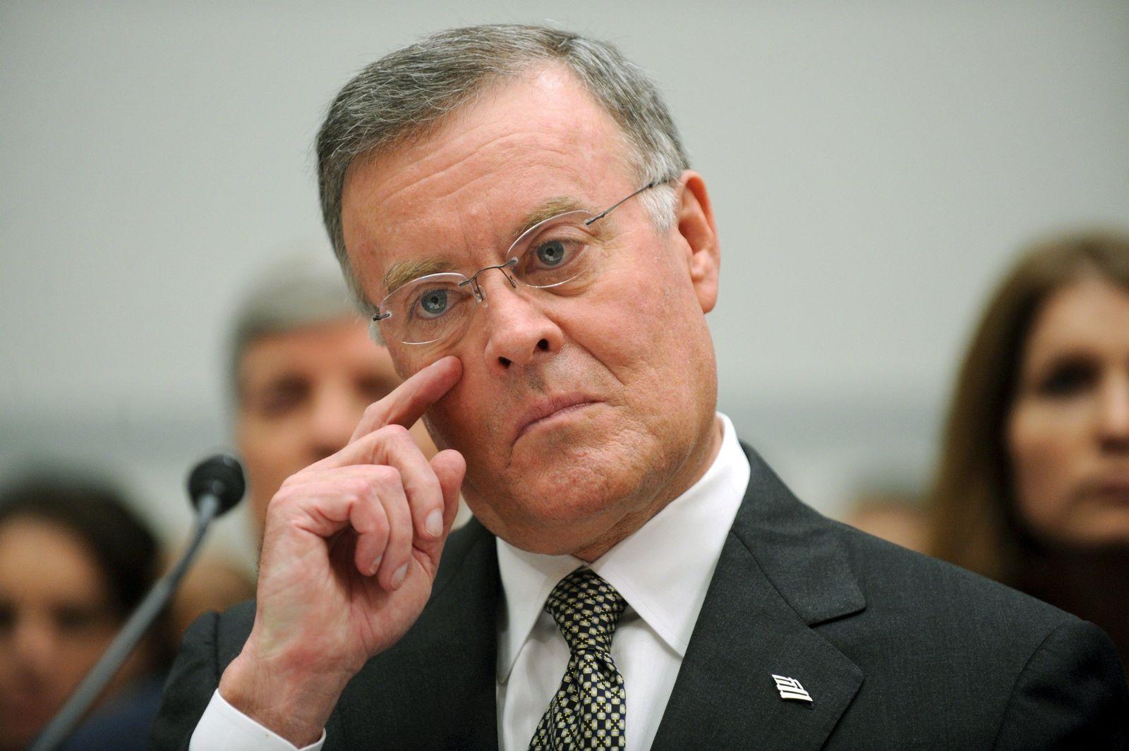 Chef der Bank of America geht mit vollen Taschen
