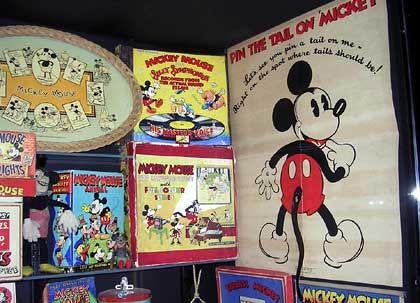 Vom Poster zum Brettspiel: Historische Disney-Exponate verschiedener Jahrgänge