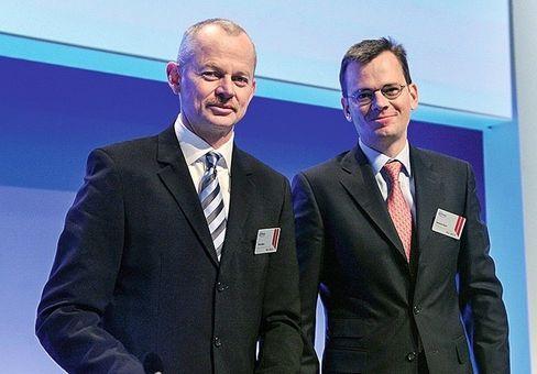Chipscout: Bauer zusammen mit dem damaligen Finanzvorstand Dominik Asam (r.) bei seiner letzten Hauptversammlung als Vorstandschef im Jahr 2012