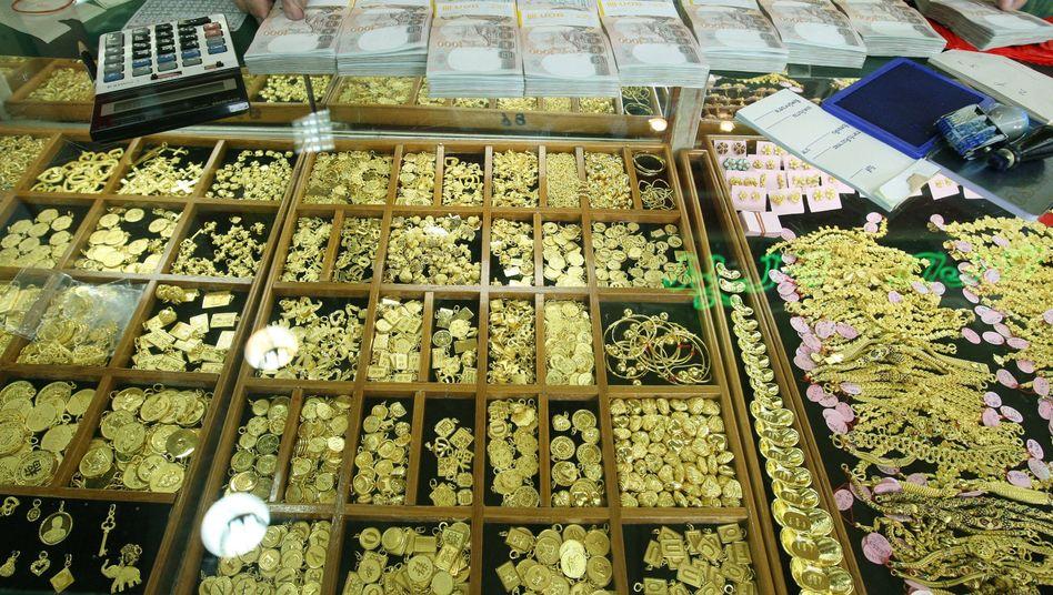 Goldmarkt in Bangkok: Das Edelmetall erfreut sich angesichts der Unsicherheiten auf den Finanzmärkten weltweit großer Beliebtheit - auch hierzulande