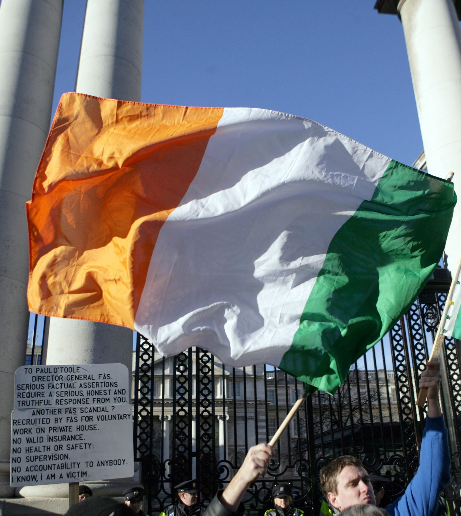 Irland Flagge bei Demo