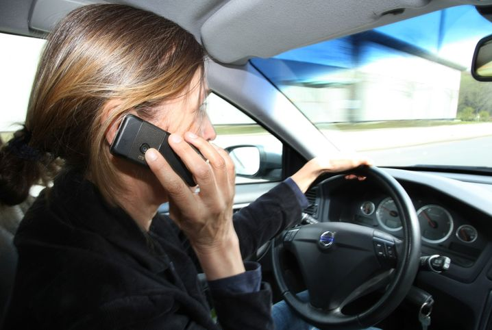 Ich hör dich grad so schlecht: Vom Auto aus anrufen ist oft gedankenlos