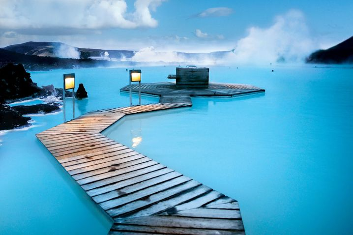 Feeling blue: Das milchige Wasser ist gut für die Haut