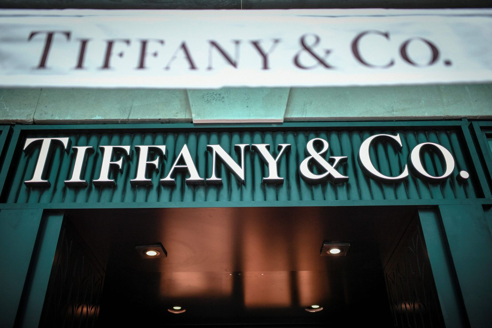 FILES-US-FRANCE-MERGER-LUXURY-LVMH-TIFFANY