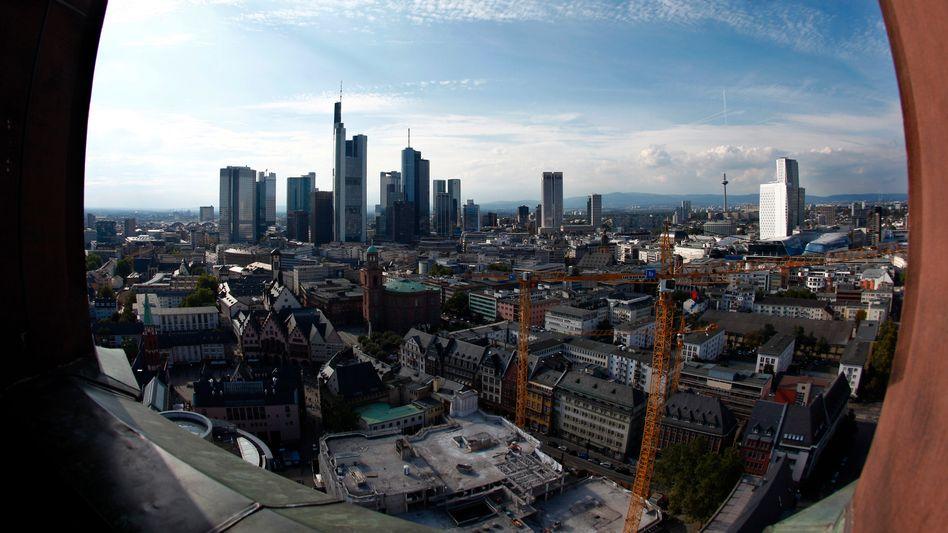 Frankfurter Bankenviertel: Systemrelevante Banken wie die Deutsche Bank und die Commerzbank müssen künftig mehr Eigenkapital vorhalten