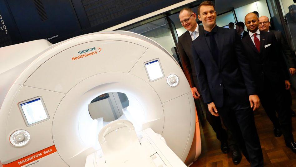 Weniger Profit: Auch Manuel Neuer (hier beim Healthineers-IPO an der Börse) konnte die Gewinne nicht festhalten