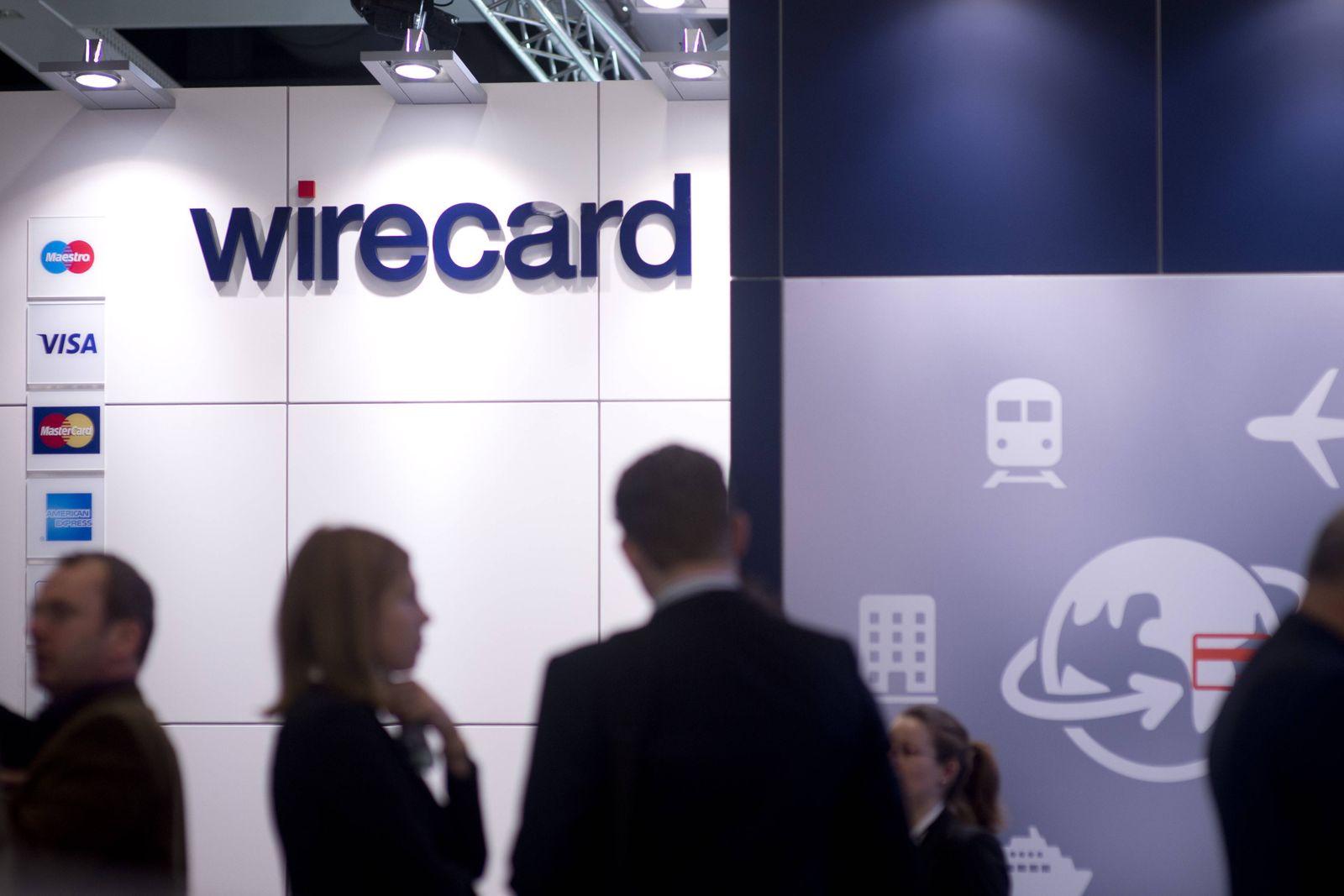 Unternehmen: Wirecard AG ITB Berlin Deu, Deutschland, Germany, Berlin, 06.03.2015 Besucher an einem Stand von Wirecard