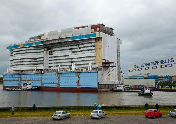 """Die """"Ovation of the Seas"""" besteht derzeit noch aus mehreren großen Blöcken."""