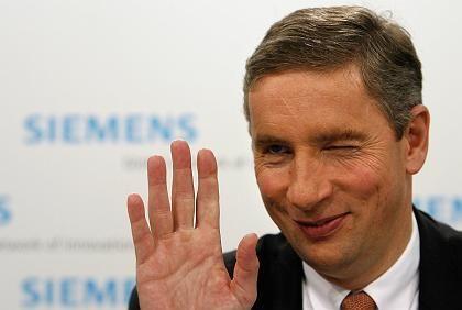 Auge zu und durch: Zahlreiche Aktionäre wollen Siemens-Chef Kleinfeld bei der Hauptversammlung die Entlastung verweigern