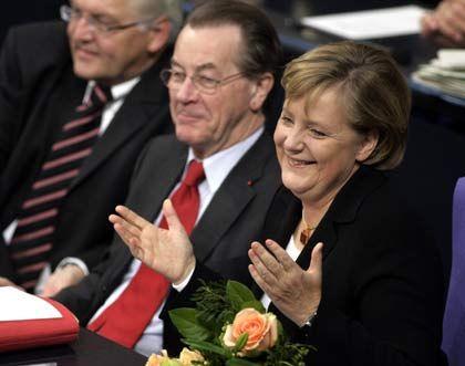 Kanzlerin Merkel, Vizekanzler Müntefering: Löhne stärker an Gewinnentwicklung koppeln