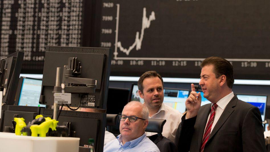 Händler in der Frankfurter Börse: Besonders Deutsche Bank und Allianz überzeugen