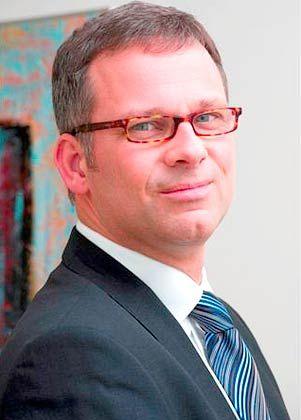 Thomas Lange startete seine Laufbahn als Vermögensberater bei der Dresdner Bank. Es folgten Stationen beim Bankhaus Wölbern und der Vermögensverwaltung Dahl & Partner. Seit 2006 ist Lange geschäftsführender Gesellschafter bei Lange Assets & Consulting in Hamburg.