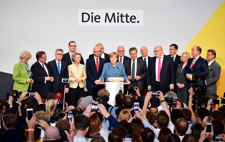 Kanzlerin Merkel mit CDU-Spitze: Gewonnen und doch verloren