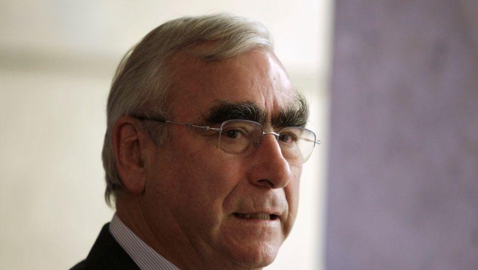 Theo Waigel: Der Ex-Finanzminister soll die Rechtsposition der Schweizer Bank im Streit mit Paris stärken.