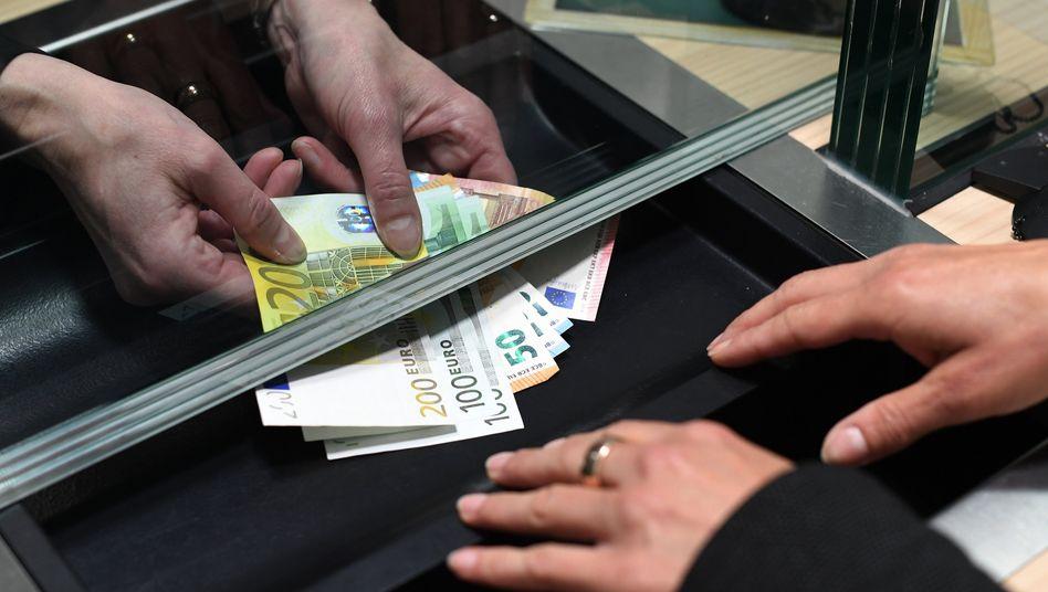 Künftig werden Kunden in ausgewählten Zweigstellen wahlweise von Mitarbeitern der Taunus-Sparkasse und der Frankfurter Volksbank bedient