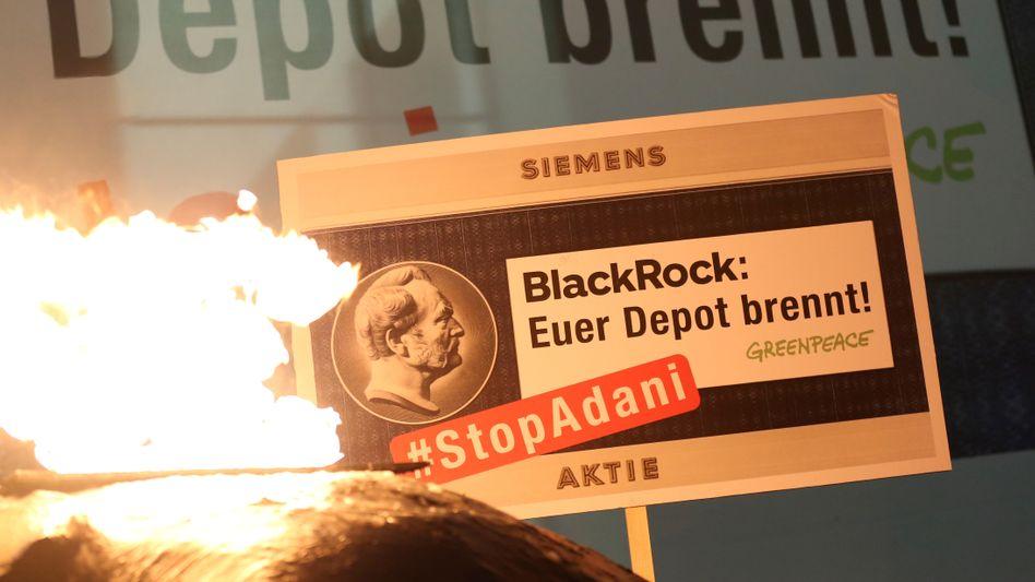 Die Botschaft ist klar: Doch wird der weltgrößte Vermögensverwalter Blackrock, der an Siemens beteiligt ist, Konzernchef Joe Kaeser tatsächlich zu mehr Klimaschutz im operativen Geschäft auffordern?
