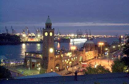 Stadt am Fluss: Hamburgs Hafen ist Wirtschaftsfaktor und Touristenmagnet