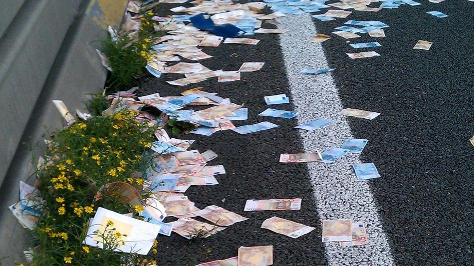 Geldregen: Im Jahr 2011 verlor ein Laster auf der A2 in den Niederlanden eine Geldbox. Wer nicht auf solche unerwarteten Ereignisse hofft, sollte eher in Dividendenpapiere investieren