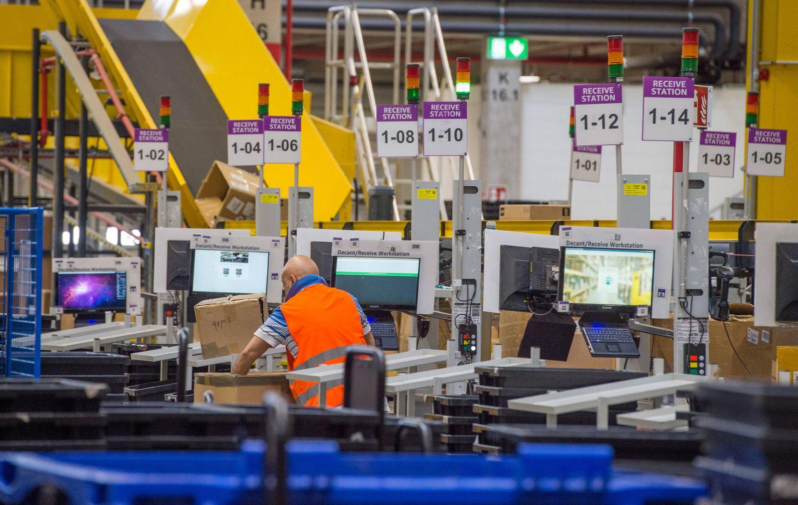 Logistiklager HAM2 von Amazon in Winsen Receive Feld Winsen *** Logistics warehouse HAM2 from Ama