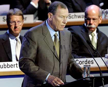 """""""Zetsche wäre sicher der Mann, der Cordes auf das Podium heben würde"""": Jürgen Schrempp (m.), Eckhard Cordes (l.) und Dieter Zetsche (r.)"""