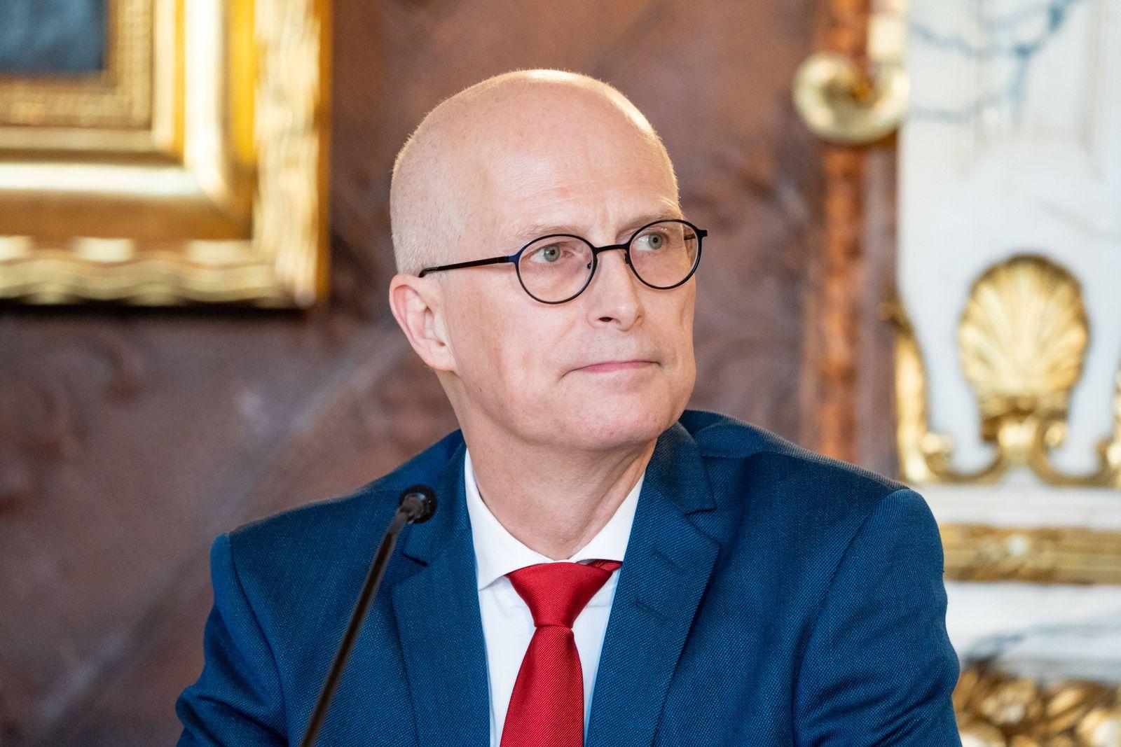 Hamburger Senat kündigt nächtliche Ausgangsbeschränkungen für Hamburg an - Pressekonferenz im Rathaus - Senat beschließ