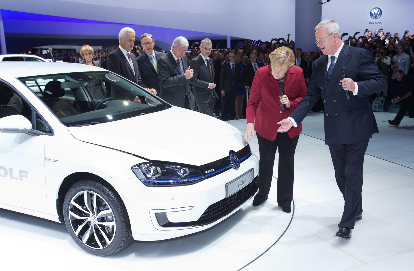 IAA - Merkel besucht Volkswagen (Kopie)