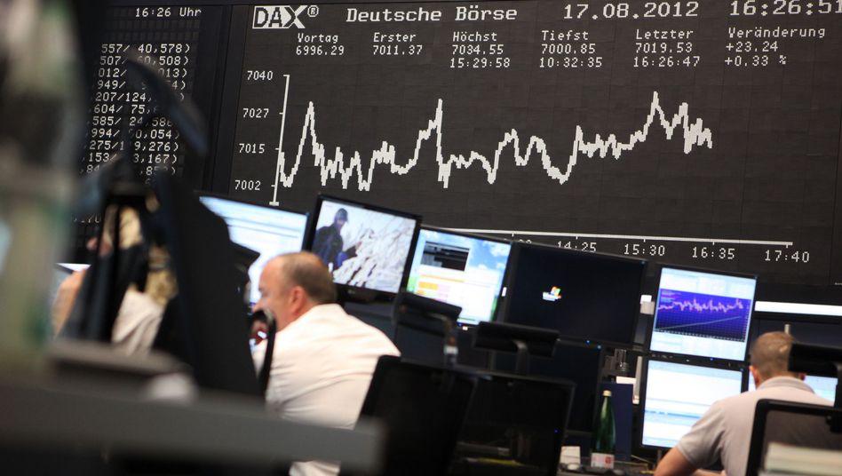 Schlechte Perspektive: Viele Anleger schauen dem Börsengeschehen nur von Ferne zu - und verpassen Renditechanchen