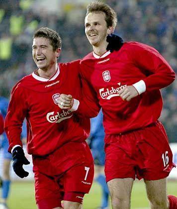 F.C. Liverpool, Platz 10 (8) mit 139,5 Millionen Euro Einnahmen: Dietmar Hamann (r), seit 1999 mit der Trikot-Nummer 16 im Mittelfeld des britischen Clubs unterwegs