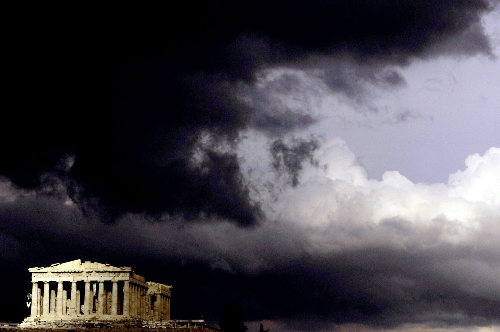 NICHT VERWENDEN Griechenland / Akropolis / Dunkle Wolken