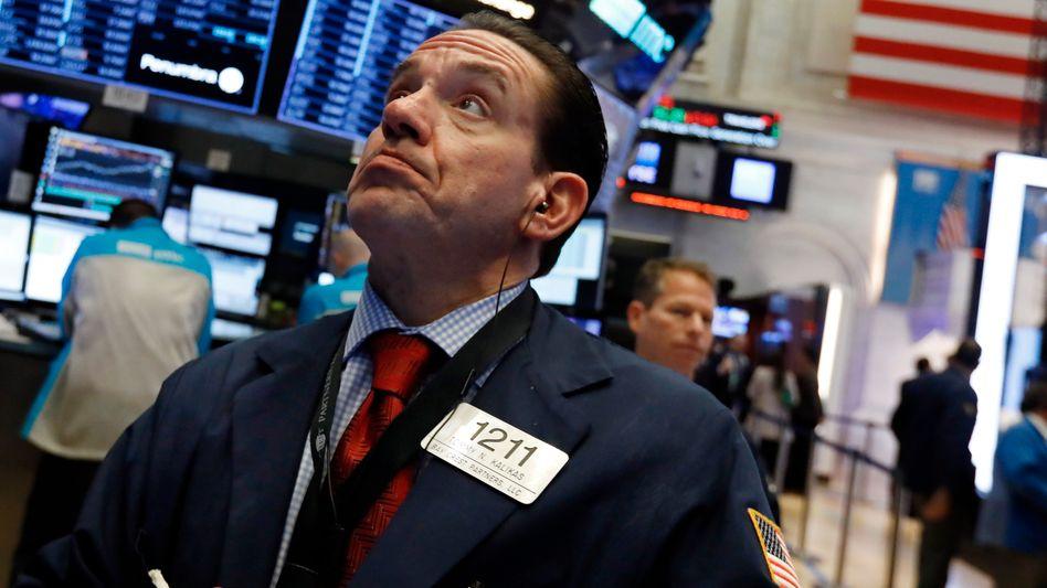 Aktienhändler in New York: Börsianer weltweit blicken derzeit sorgenvoll in die Zukunft.