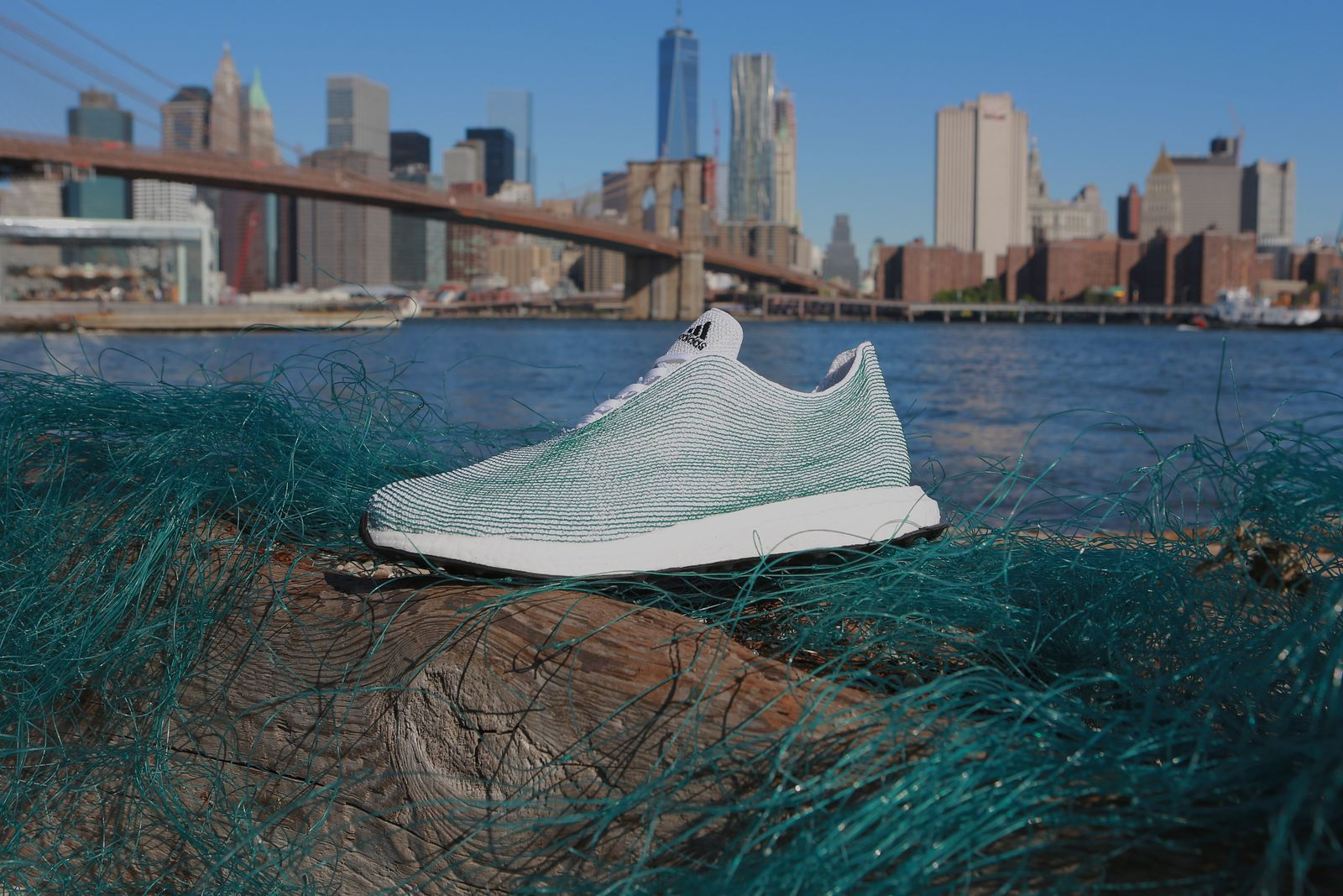 Sneaker / Turnschuh / adidas und Parley for the Oceans