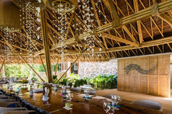 Dschungelcamp Pavillons im Urwald, ein Restaurant in den Baumkronen - Nestbau der gehobenen Art