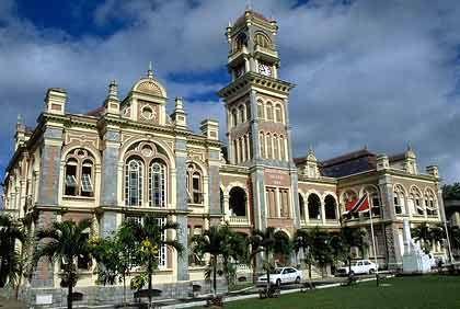 Herschaftliche Kulisse: Das Queens Royal College in Port of Spain