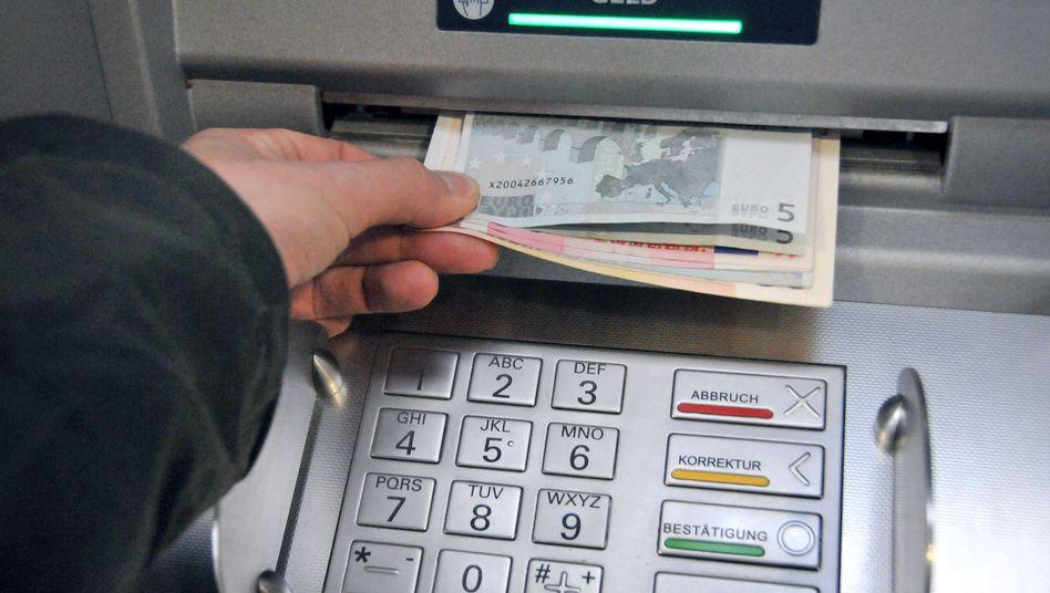Geld vom Automaten: Das könnte am Mittwoch knapp werden