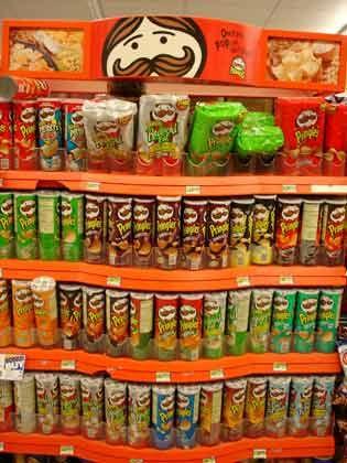 "Trend ""Das Regal regiert"": Pringles-Regal"
