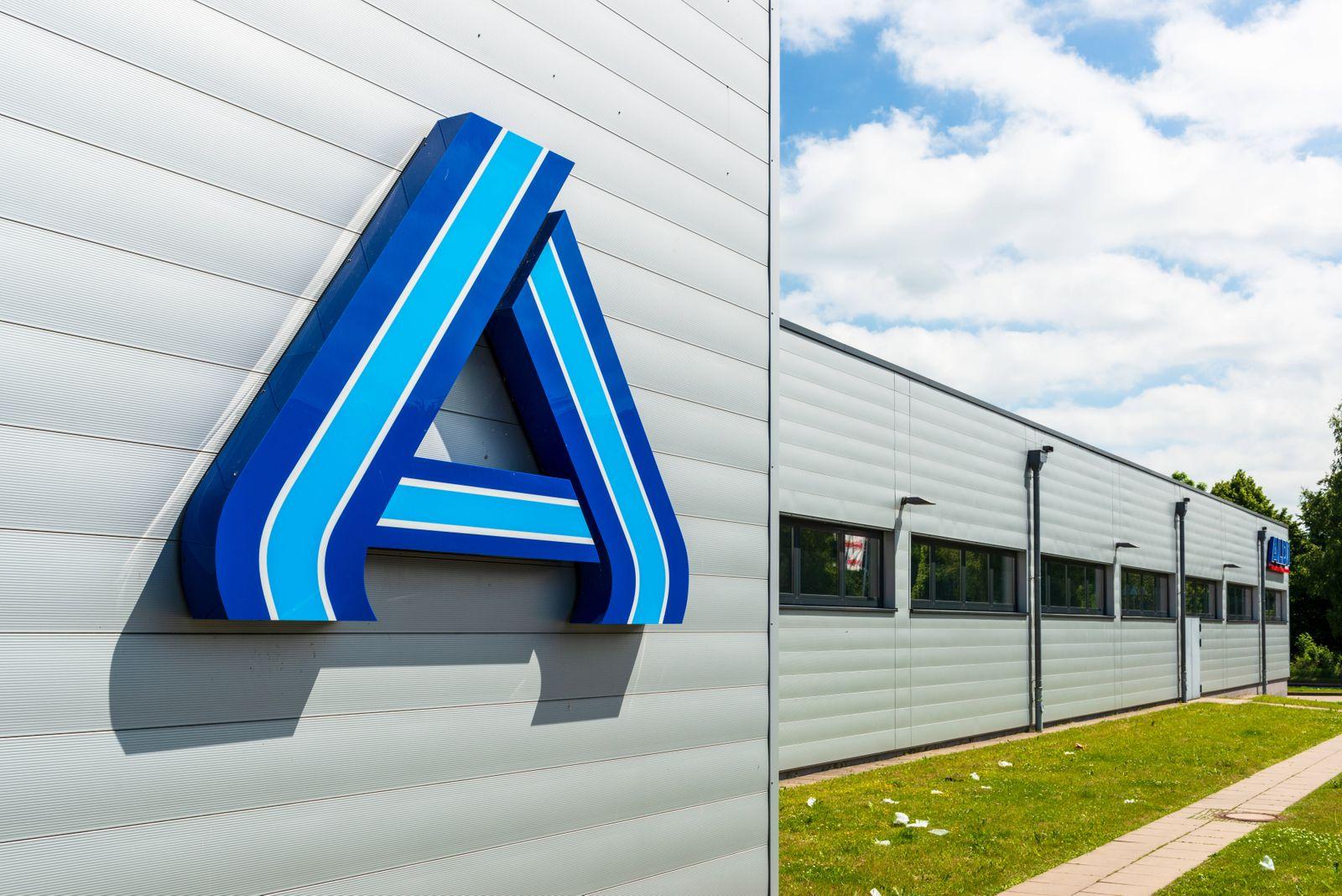 Aldi (Eigenschreibweise ALDI, steht für Albrecht Diskont) bezeichnet die beiden Discount-Einzelhandelsketten Aldi Nord u