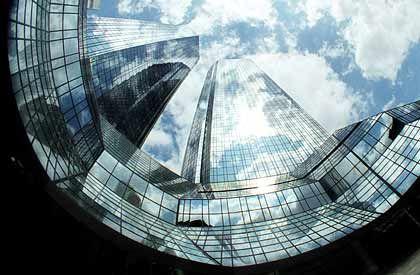 Die Deutsche Bank steigert ihren Nettogewinn. Analysten hatten mit einem Gewinnrückgang gerechnet