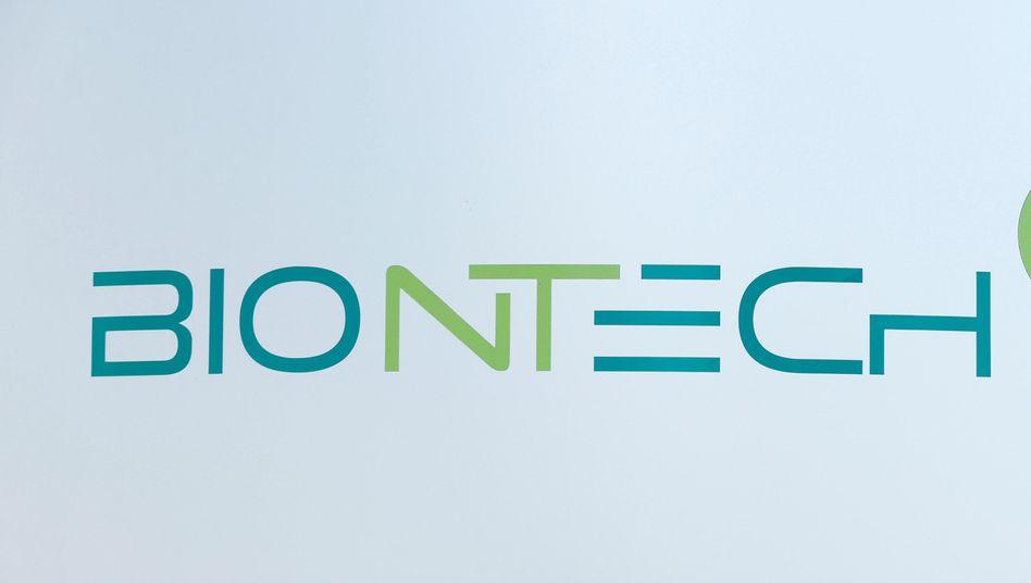 Biontech-Logo am Unternehmenssitz in Mainz