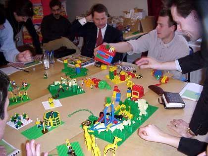 """Lego """"Strategy"""": Erst baut jeder sein eigenes Modell ..."""
