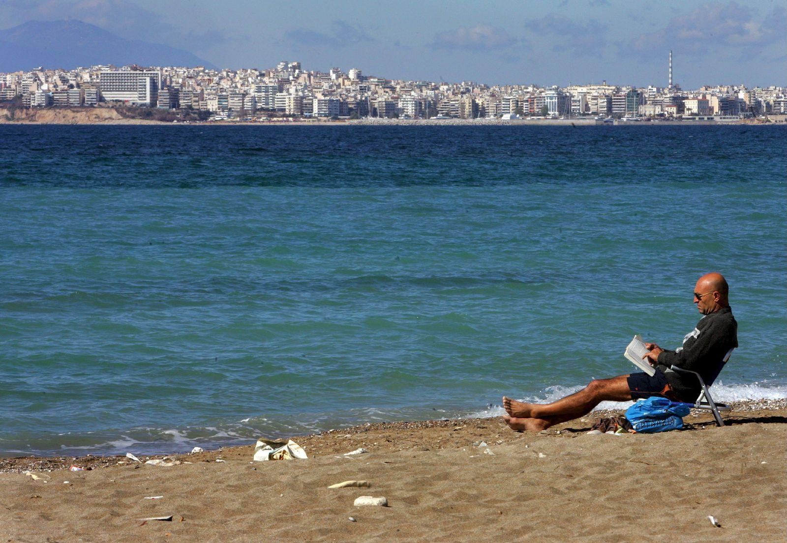 EU- Badegewässerbericht vorgestellt - Strand in Griechenland