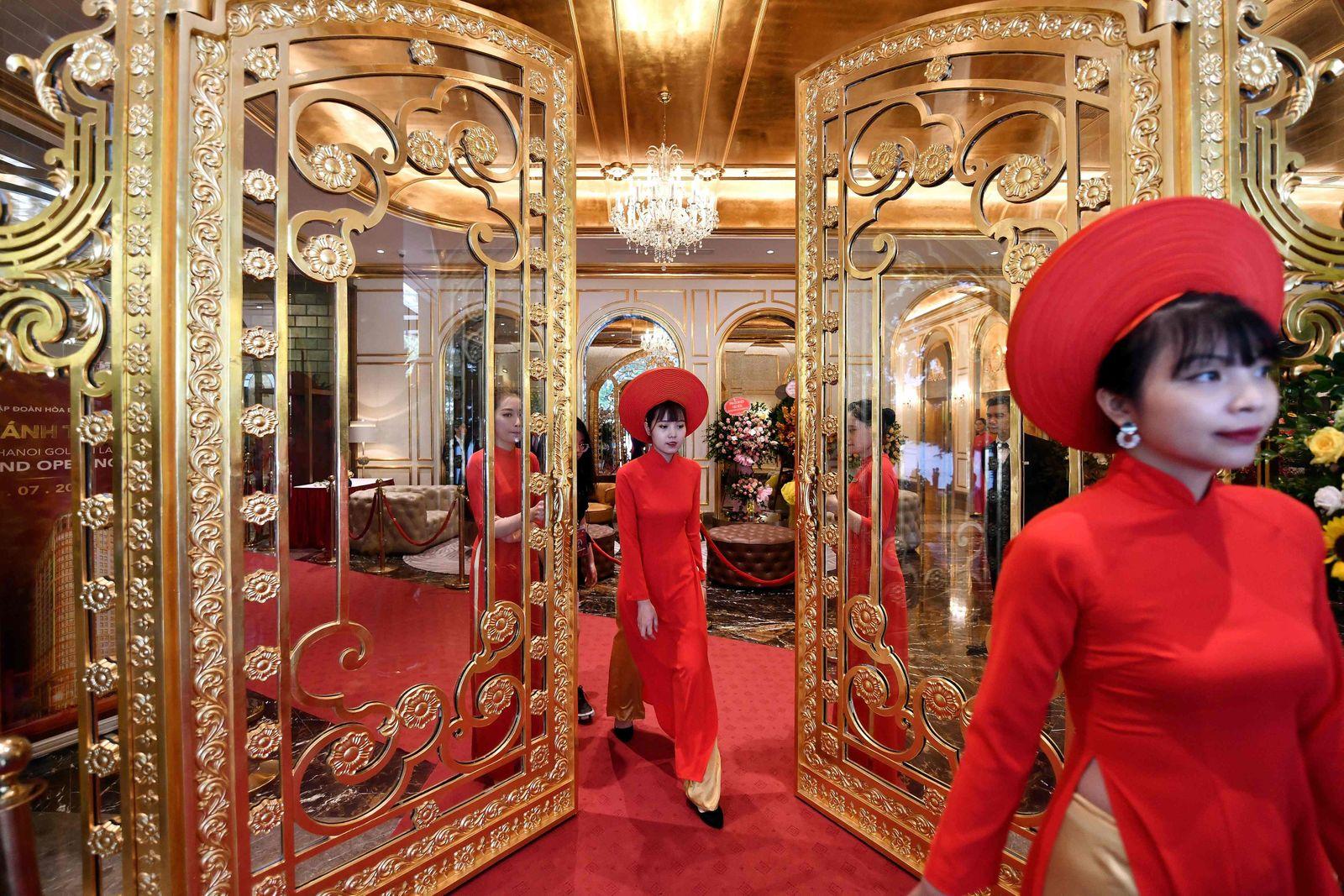 TOPSHOT-VIETNAM-ECONOMY-LUXURY-GOLD-HOTEL