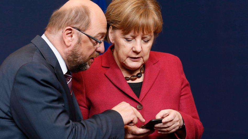 Der damalige EU-Parlamentspräsident Martin Schulz (SPD) und Bundeskanzlerin Angela Merkel vor einem Jahr beim EU-Gipfel