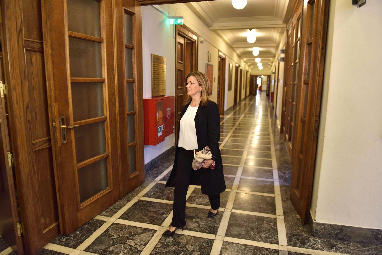 EINMALIGE VERWENDUNG iRania Antonopoulou