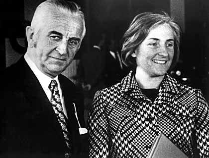 Rettete BMW vor der Pleite: Herbert Quandt (mit seiner Frau Johanna, 1971)