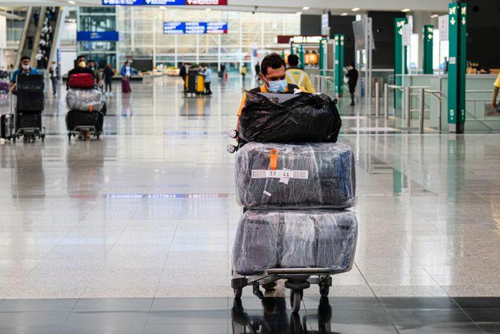 Nach Hongkong dürfen nur noch Einwohner einreisen - davon sind auch Transitpassagiere betroffen