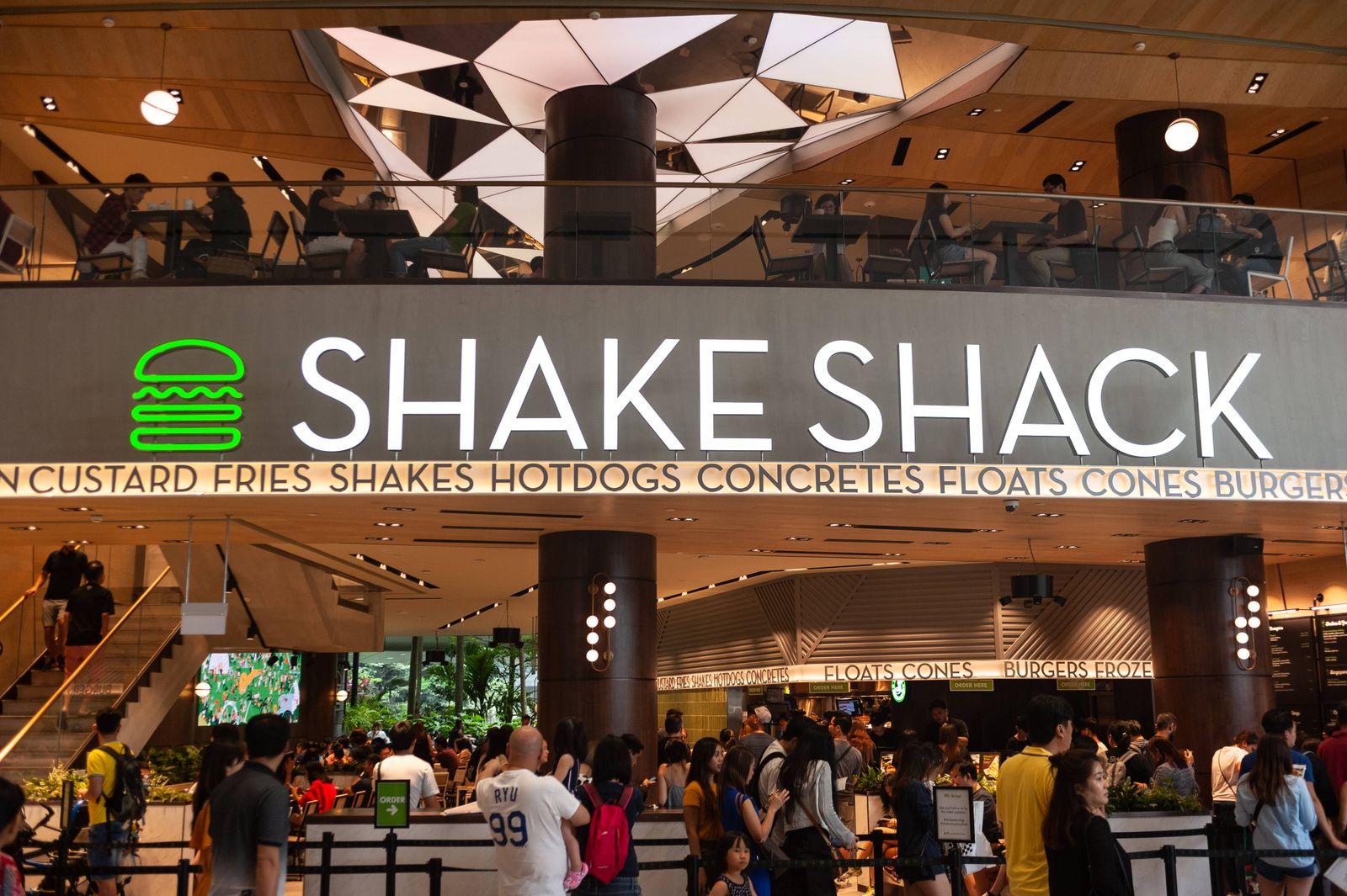 28.04.2019, Singapur, Republik Singapur, Asien - Das erste Schnellrestaurant der Shake Shack Kette in Singapur im neuen