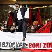 UBS-Zentrale in Zürich: Auch in der Schweiz haben Banker derzeit einen schweren Stand